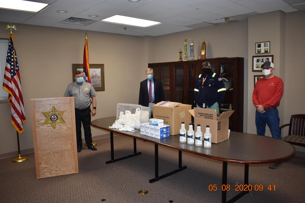 pic of sheriff and judge with donations